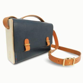 L'Entre Deux, sac bandoulière, unisexe, mixte, en cuir naturel et bois, bleu marine et whisky Damien Béal