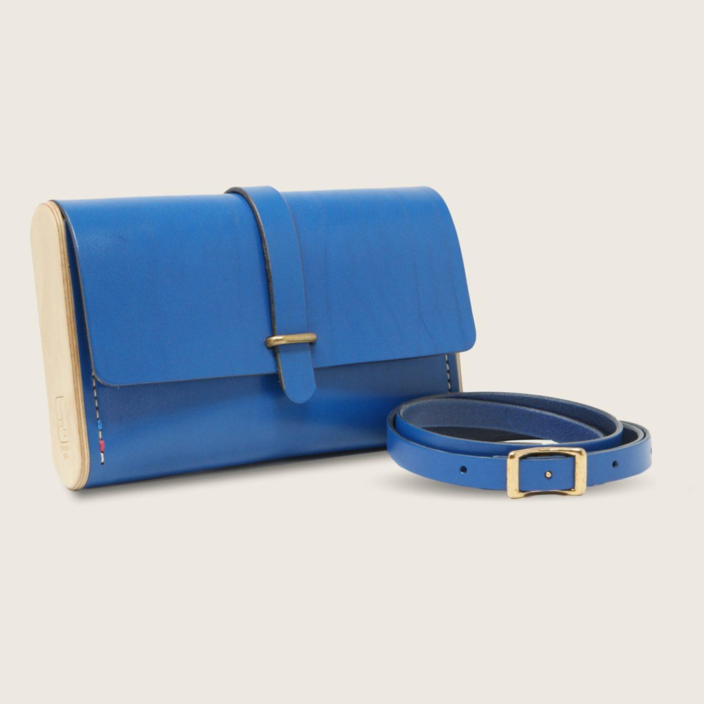 Pochette, petit sac à main, en cuir naturel à tannage végétal et bois, bleu électrique, Le Strict Minimum