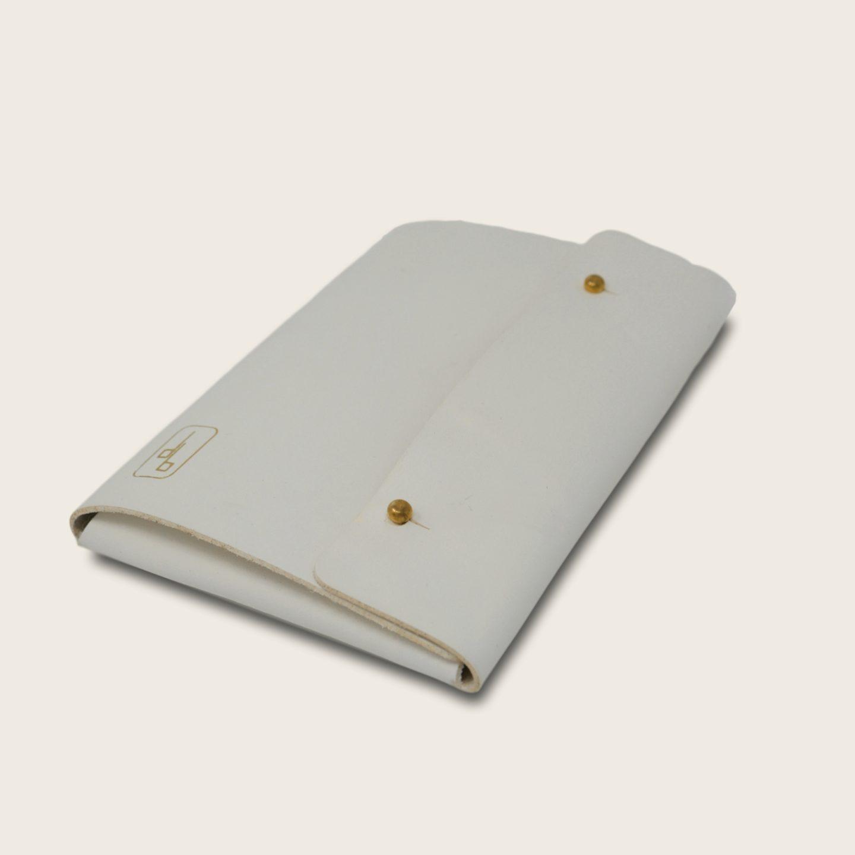 Pochette, chemise pour documents, en cuir naturel à tannage végétal, blanc, Le Passeport