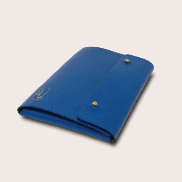 Pochette, chemise pour documents, en cuir naturel à tannage végétal, bleu électrique, Le Passeport