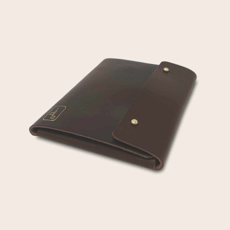Pochette, chemise pour documents, en cuir naturel à tannage végétal, marron chocolat, Le Passeport