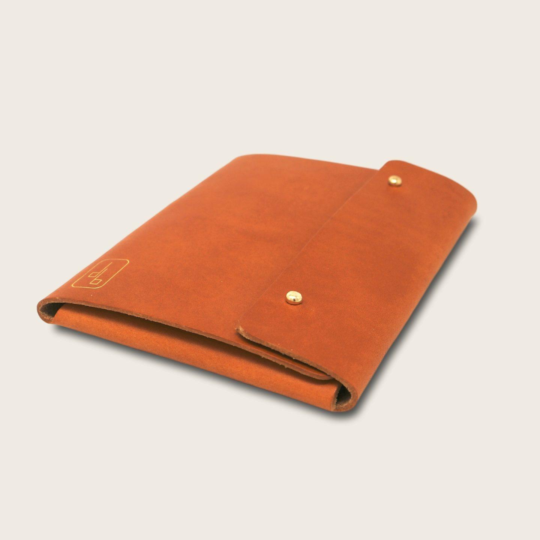 Pochette, chemise pour documents, en cuir naturel à tannage végétal, marron whisky, Le Passeport