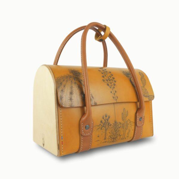 L'Invité tatoué, sac à main féminin, tatouage, en cuir naturel et bois, jaune et marron papaya, Damien Béal