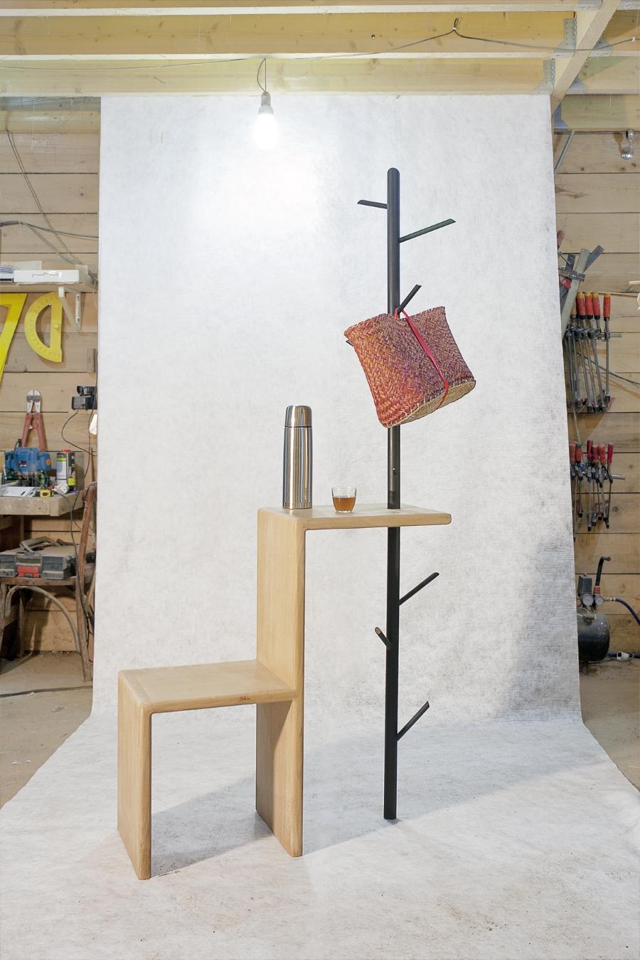 Meuble d'entrée en bois, chêne ou frêne, et porte-manteau en métal - Le Vestiaire