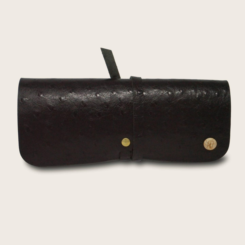 Etui à lunettes, en cuir naturel à tannage végétal et bois, noir autruche