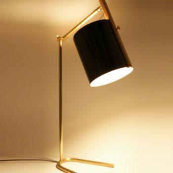 Lampe de bureau à poser en bois et laiton - La Girafe