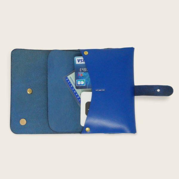 Portefeuille, porte-monnaie, XS, petit format, en cuir naturel à tannage végétal et bois, bleu électrique