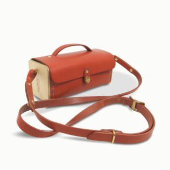 Le Minimum +, pochette ou étui, sac à main, en cuir naturel et bois, orange, Damien Béal
