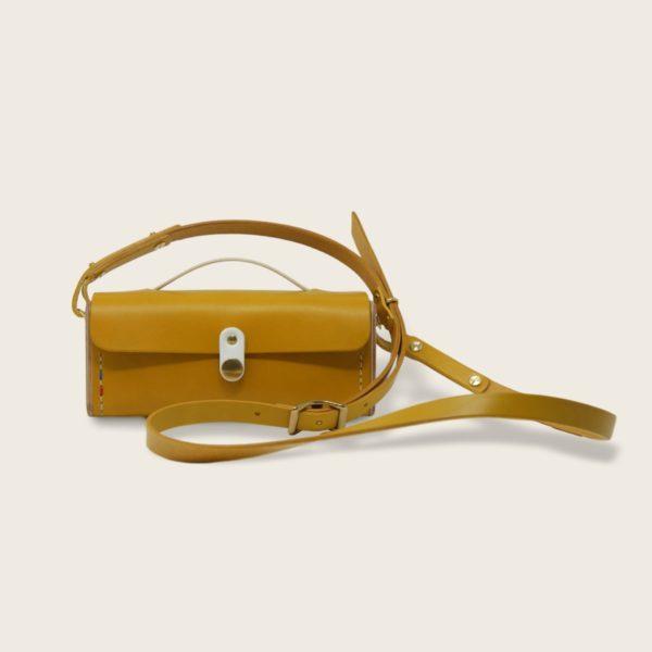 Petit sac à main bandoulière en cuir naturel à tannage végétal et bois, jaune et blanc, Le Minimum +