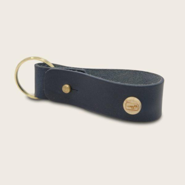 Porte-clés, en cuir naturel à tannage végétal et bois, bleu marine