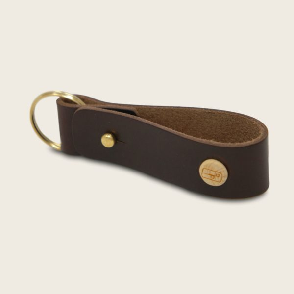 Porte-clés, en cuir naturel à tannage végétal et bois, marron chocolat