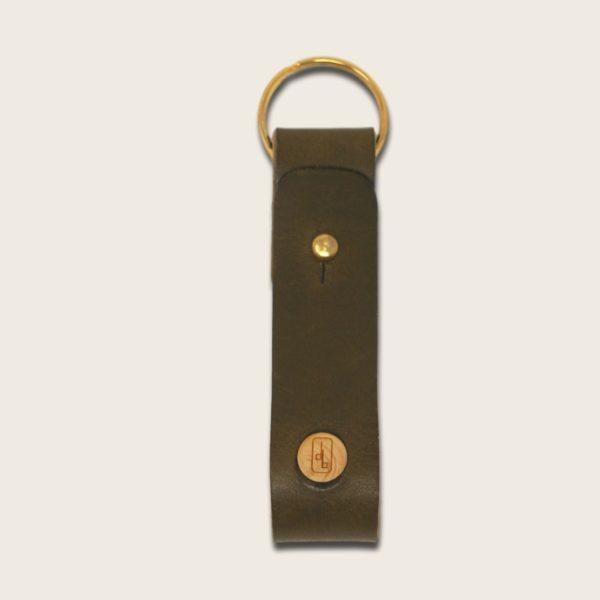 Porte-clés, en cuir naturel à tannage végétal et bois, vert olive