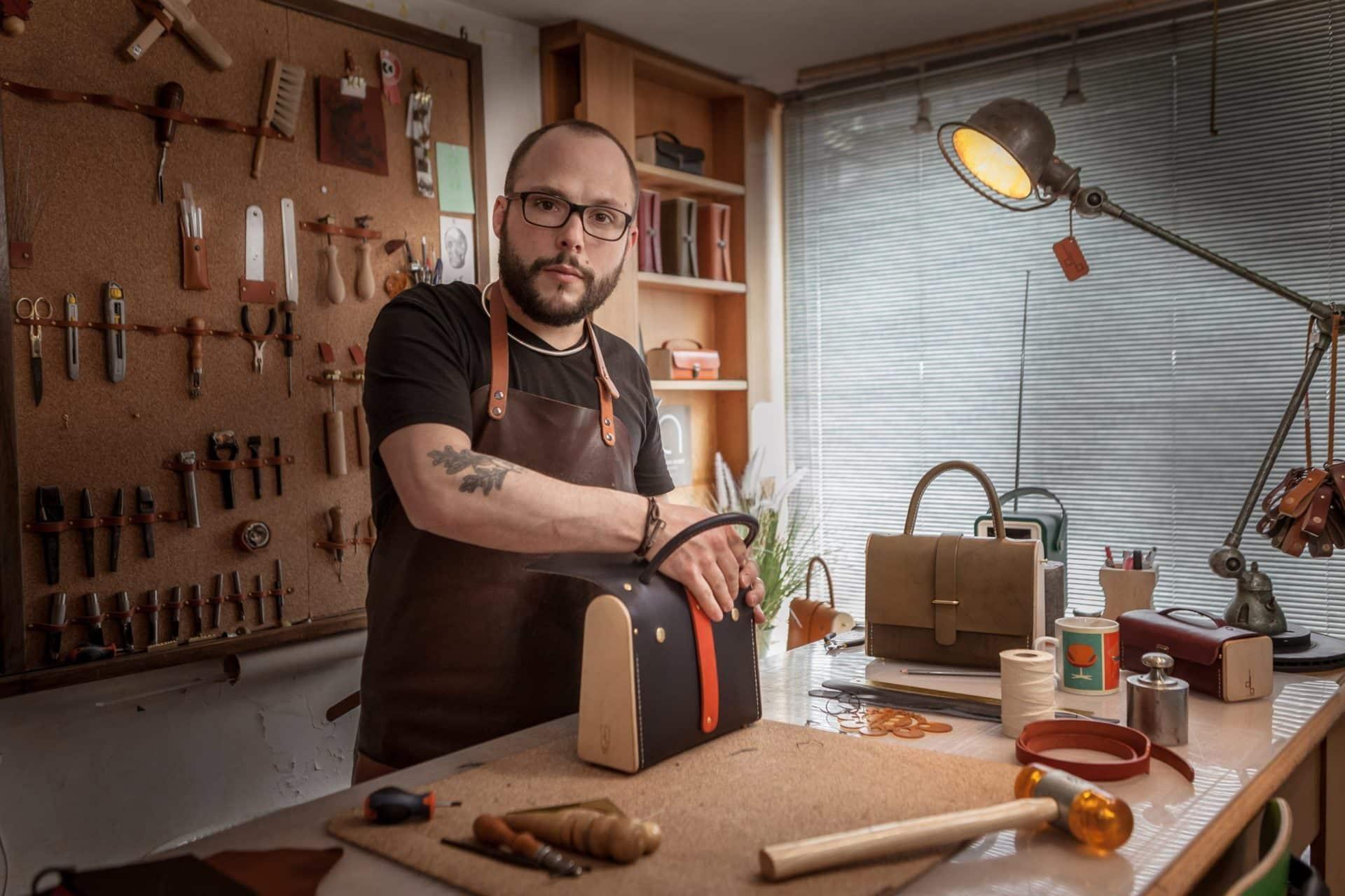 Damien Béal à l'atelier, confection du Ninetta