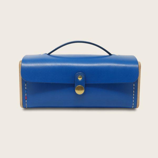 Petit sac à main bandoulière en cuir naturel à tannage végétal et bois, bleu électrique, Le Minimum +