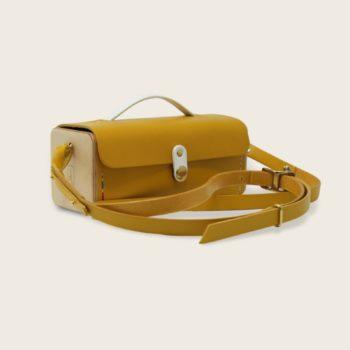 Petit sac bandoulière en cuir naturel à tannage végétal et bois, jaune et blanc, Le Minimum +