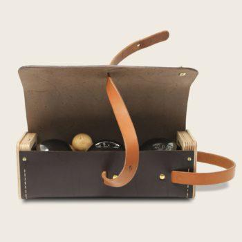 Etui à boules de pétanque en cuir naturel à tannage végétal et bois, marron chocolat et whisky, Le Bouliste