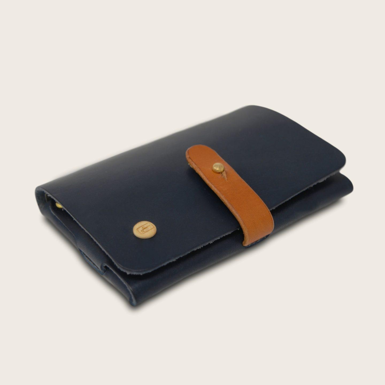Portefeuille, porte-monnaie, XS, petit format, en cuir naturel à tannage végétal et bois, bleu marine et whisky