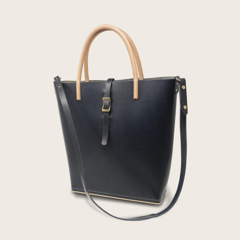 Cabas, sac à main en cuir naturel à tannage végétal et bois, bleu marine, Le Myro