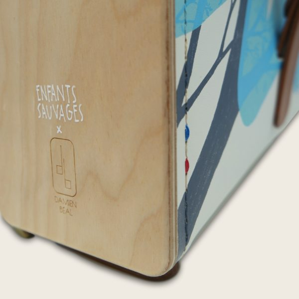 Sac à dos en cuir naturel et bois illustré par Enfants Sauvages (Monsta et Melle Terite), Le Porteur Sauvage