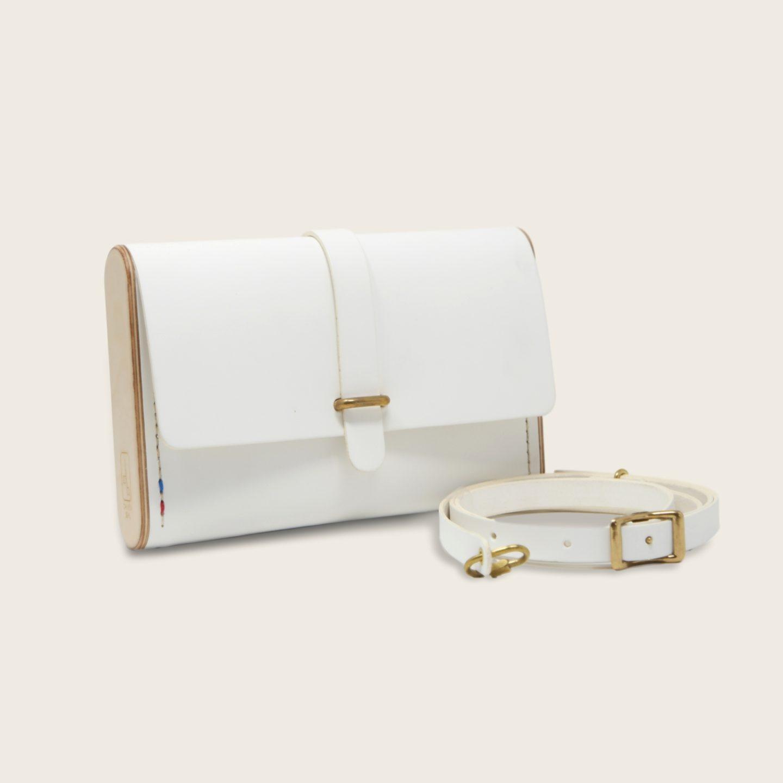 Pochette, petit sac à main, en cuir naturel à tannage végétal et bois, blanc, Le Strict Minimum
