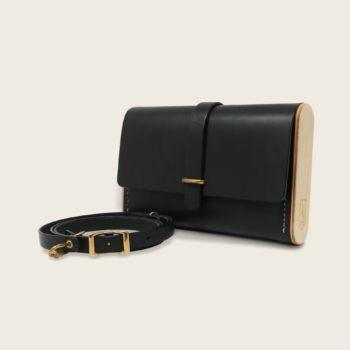 Pochette, petit sac à main, en cuir naturel à tannage végétal et bois, noir, Le Strict Minimum