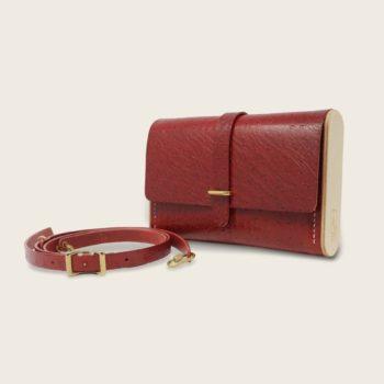 Pochette, petit sac à main, en cuir naturel à tannage végétal et bois, rouge imprimé autruche, Le Strict Minimum
