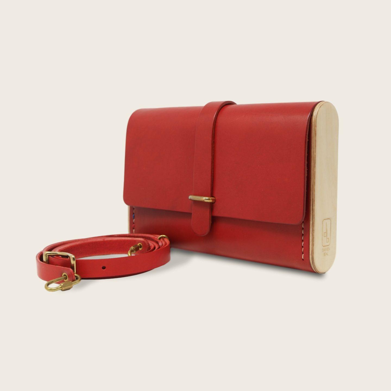 Pochette, petit sac à main, en cuir naturel à tannage végétal et bois, rouge, Le Strict Minimum