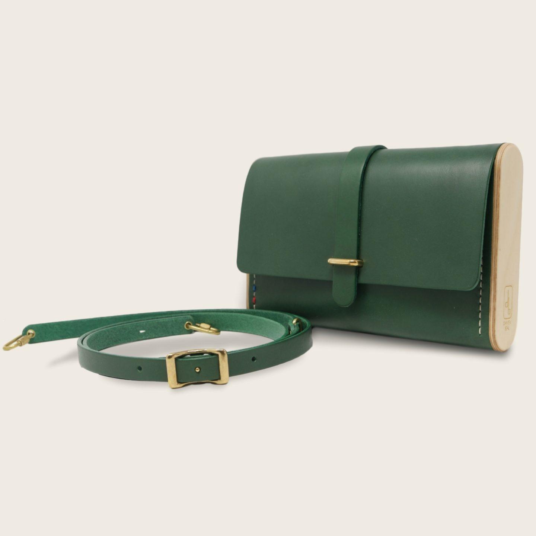 Pochette, petit sac à main, en cuir naturel à tannage végétal et bois, vert, Le Strict Minimum