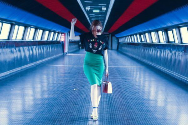 Sac à main féminin porté par Slanelle, La Ninetta rouge