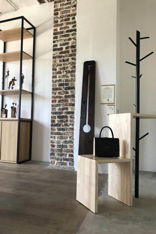 Horloge moderne en bois brûlé - La Comtoise