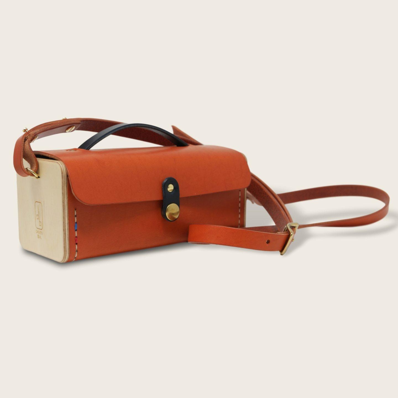 Petit sac bandoulière en cuir naturel à tannage végétal et bois, orange et bleu marine, Le Minimum +