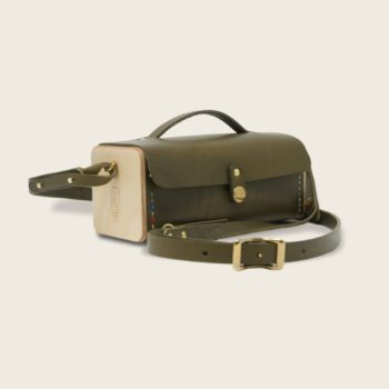 Petit sac bandoulière en cuir naturel à tannage végétal et bois, vert olive, Le Minimum +