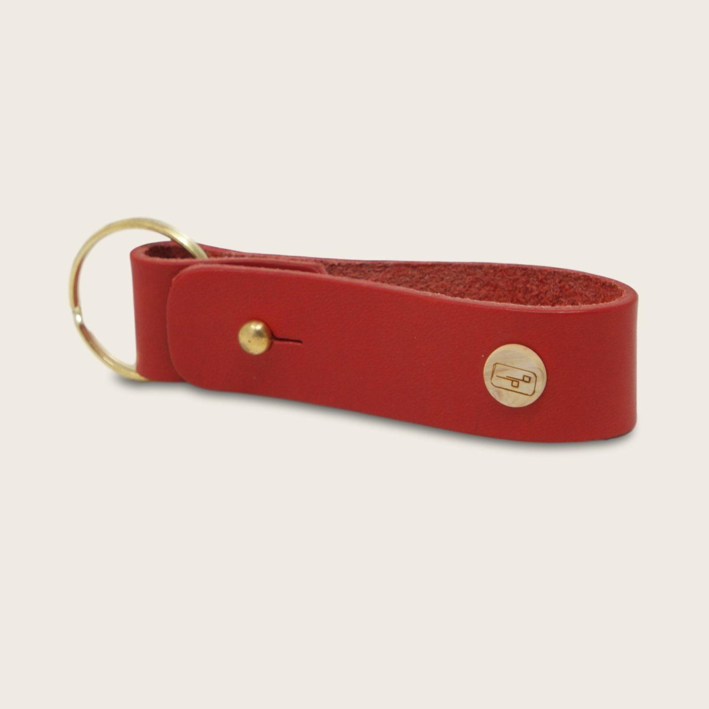 Porte-clés, en cuir naturel à tannage végétal et bois, rouge