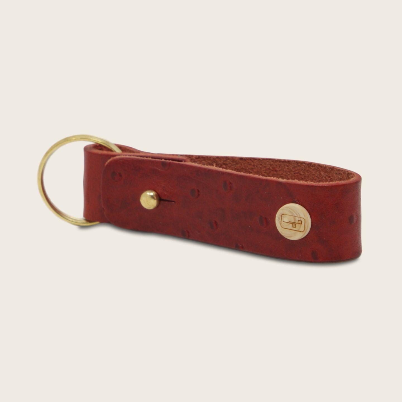 Porte-clés, en cuir naturel à tannage végétal et bois, rouge imprimé autruche