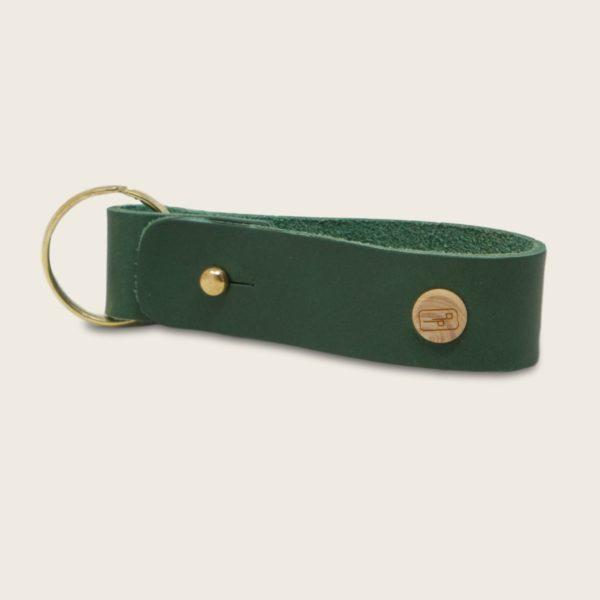 Porte-clés, en cuir naturel à tannage végétal et bois, vert