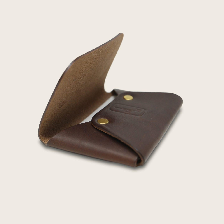 Porte-cartes, en cuir naturel à tannage végétal, marron chocolat, L'Enveloppe