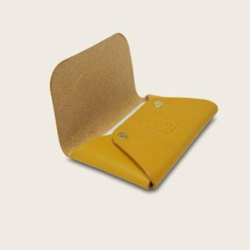 Porte-cartes, en cuir naturel à tannage végétal, jaune, L'Enveloppe