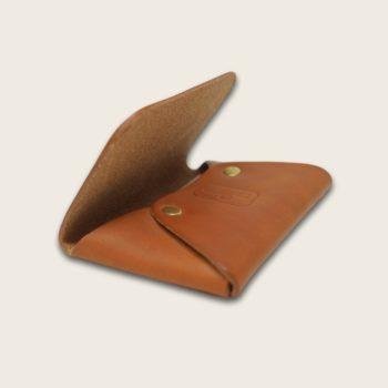 Porte-cartes, en cuir naturel à tannage végétal, whisky, L'Enveloppe