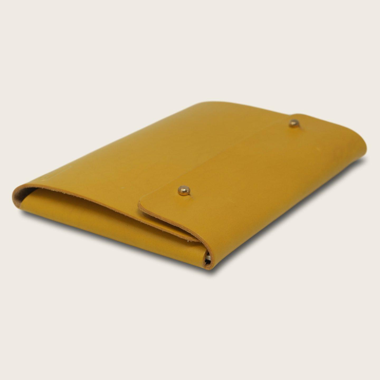 Pochette, chemise pour documents, en cuir naturel à tannage végétal, jaune, Le Passeport