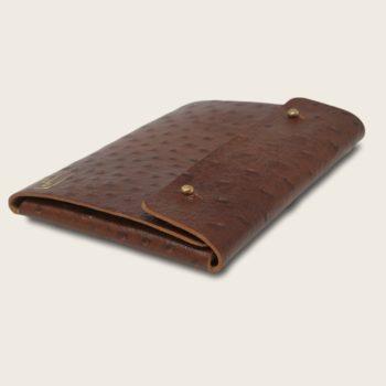 Pochette, chemise pour documents, en cuir naturel à tannage végétal, marron imprimé autruche, Le Passeport