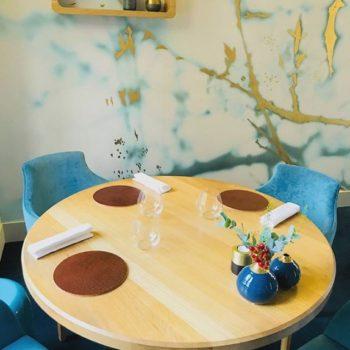 Dessous d'assiette en cuir pour La Table du 11, restaurant gastronomique étoilé à Versailles