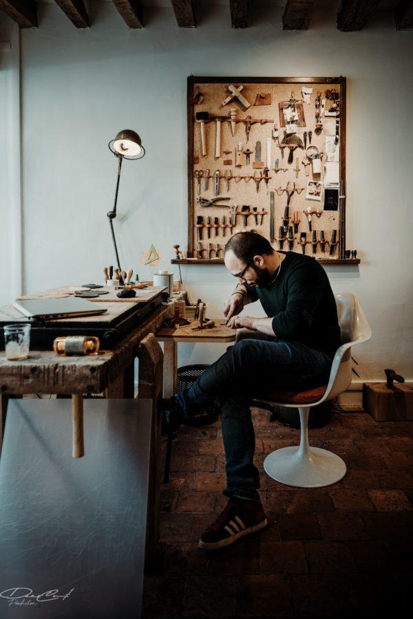 Atelier artisanal versaillais, quartier Saint Louis, maroquinerie, Damien Béal, rue d'Anjou Versailles