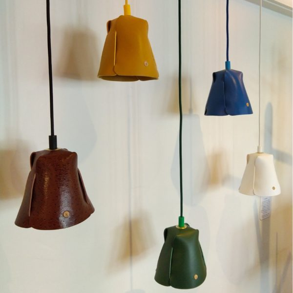 Luminaire, suspension, lampe en cuir naturel à tannage végétal, Damien Béal