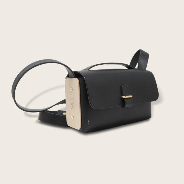 Besace, sac bandoulière en cuir naturel à tannage végétal et bois, noir, L'Insolent