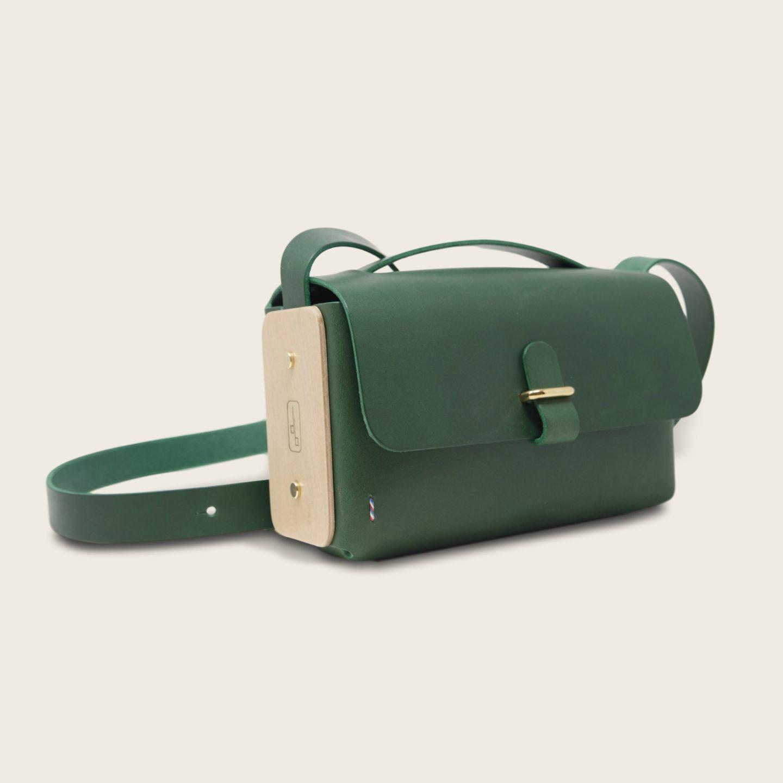 Besace, sac bandoulière en cuir naturel à tannage végétal et bois, vert, L'Insolent