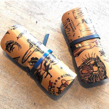 Accessoire étui à lunettes cuir tatoué, tatouage old school, collaboration In Memories Sportswear et Damien Béal