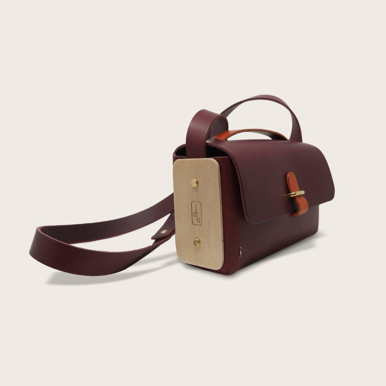 Besace, sac bandoulière en cuir naturel à tannage végétal et bois, prune et orange, L'Insolent